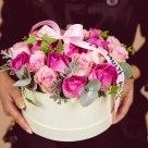 Cutie cu 21 de trandafiri; Preț: 228 lei.