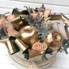 Cutie cu trandafiri și mere; Preț: 128 lei.