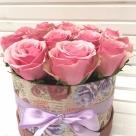 Cutie cu 15 trandafiri; Preț: 165 lei.