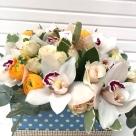 Flori: ranuculus, cymbidium(orhidee) și miniroze; Preț: 200 lei.