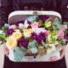 Flori: trandafiri, lalele, crizanteme și cymbidium(orhidee); Preț: 200 lei.