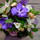 Flori: Wanda, fresia, cymbidium și trandafiri; Preț: 135 lei.
