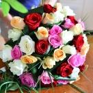 Flori: 39 fire de trandafiri; Preț: 372 lei.
