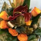 Flori: anthurium, leucadendron, trandafiri; Preț: 128 lei.
