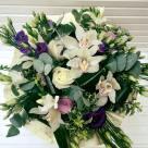 Flori: eustoma, cymbidium(orhidee), frezii și trandafiri; Preț: 314 lei.