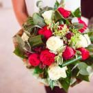 Flori: trandafiri piano si trandafiri; Preț: 220 lei.